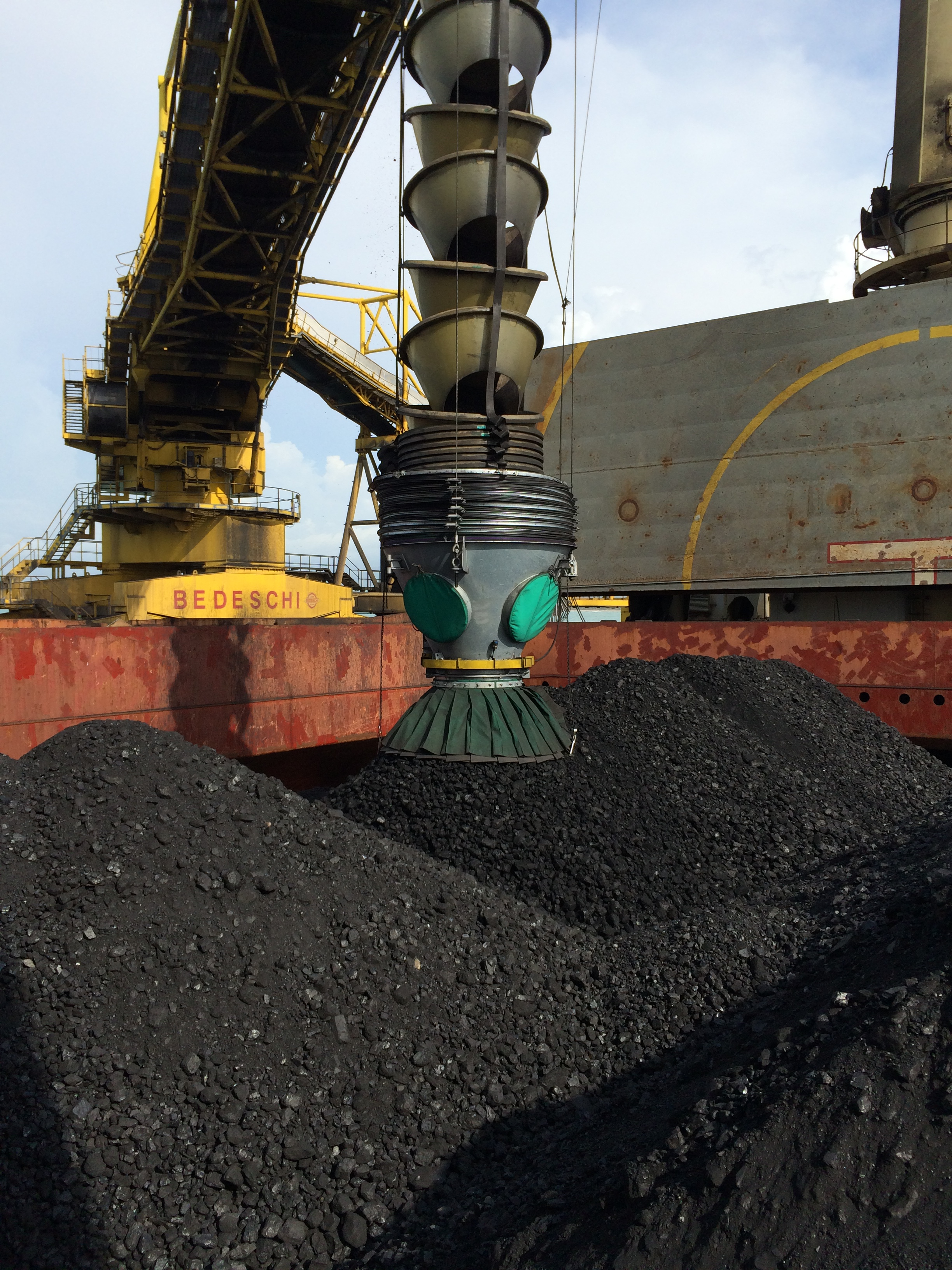 Cleveland Cascades Install Coal Loading Chute at Puerto